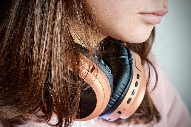 Best Wired & Wireless Headphones Under 2000